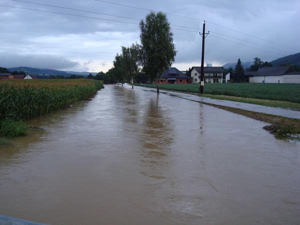 Vorfluter, bordvoll bei Hochwasser (ca. HQ20)